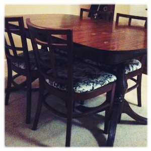 Dining Set Photo